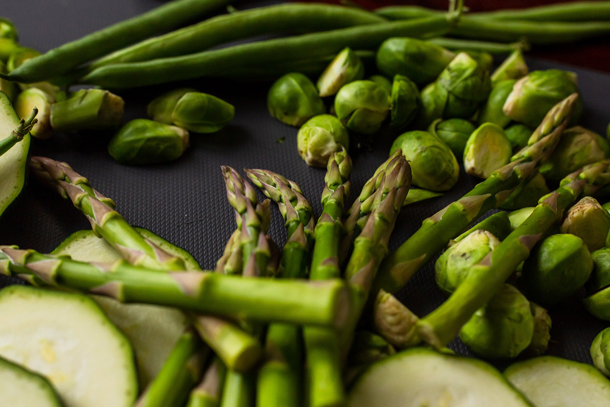 Fresh asparagus and other vegetables
