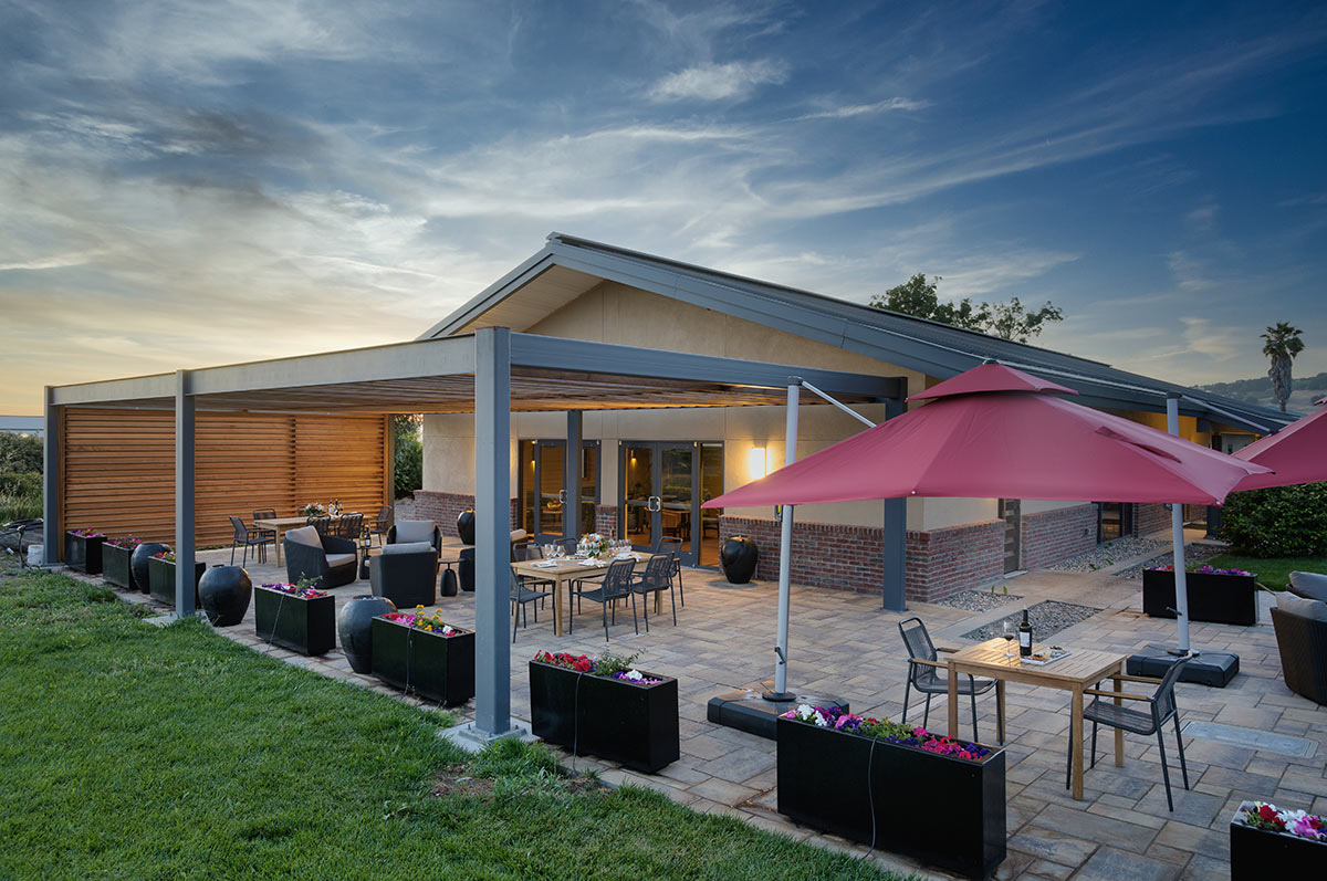 The outdoor patio at RD Winery